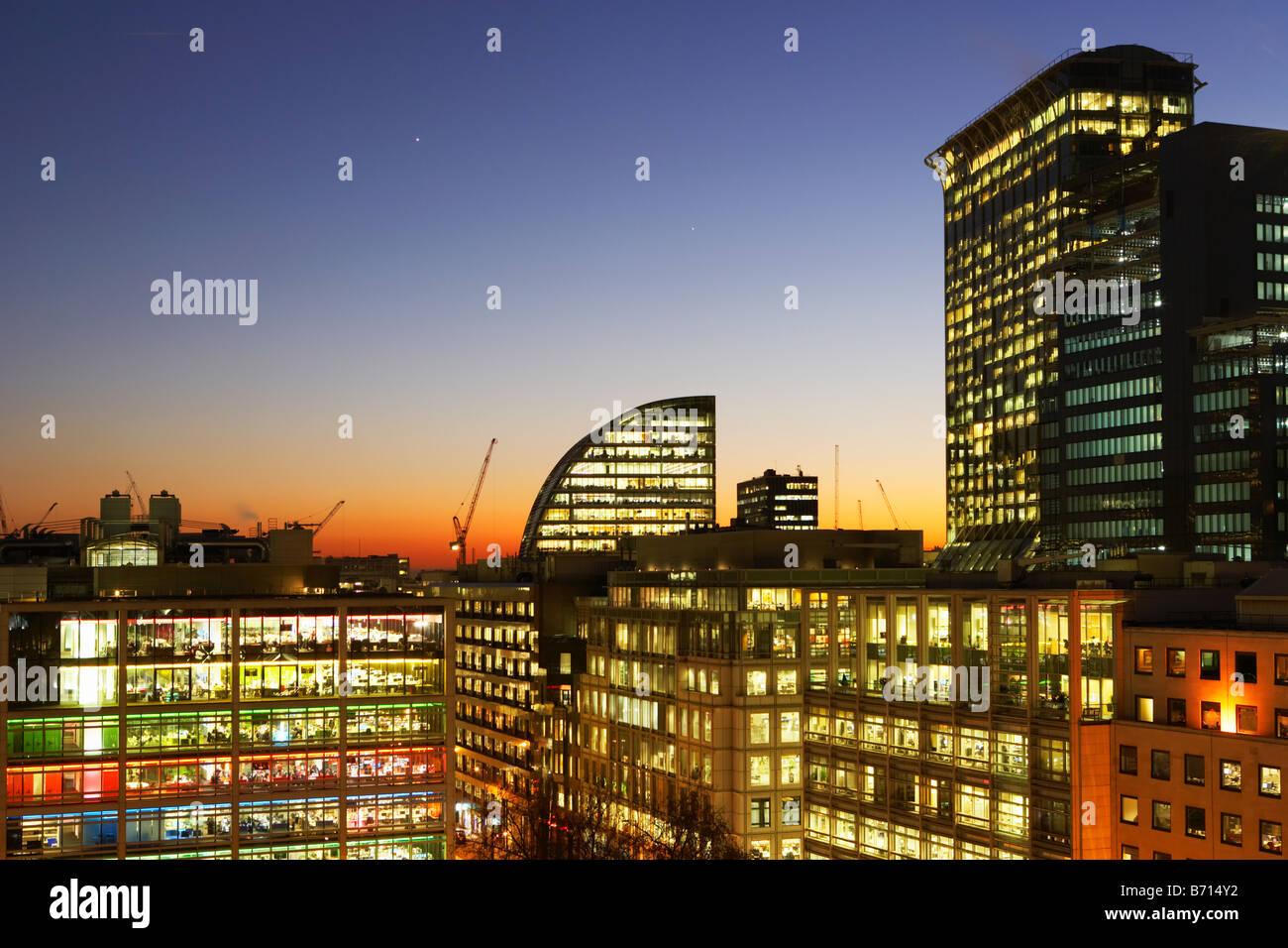 Nachtaufnahme der Skyline der Stadt London England Stockbild