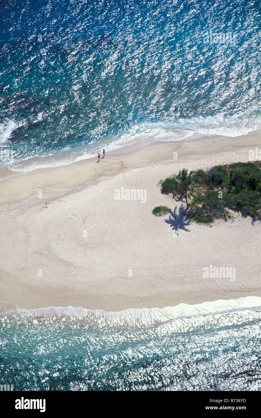 Weiten Sandstrand und eine Vegetation auf kleinen unbewohnten Inselchen in The Virgin Islands-Karibik Stockbild