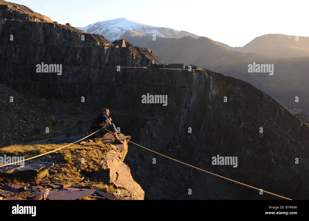 Kletterer in den Schiefer Steinbrüchen über Llanberis in North Wales Snowdonia. Stockbild