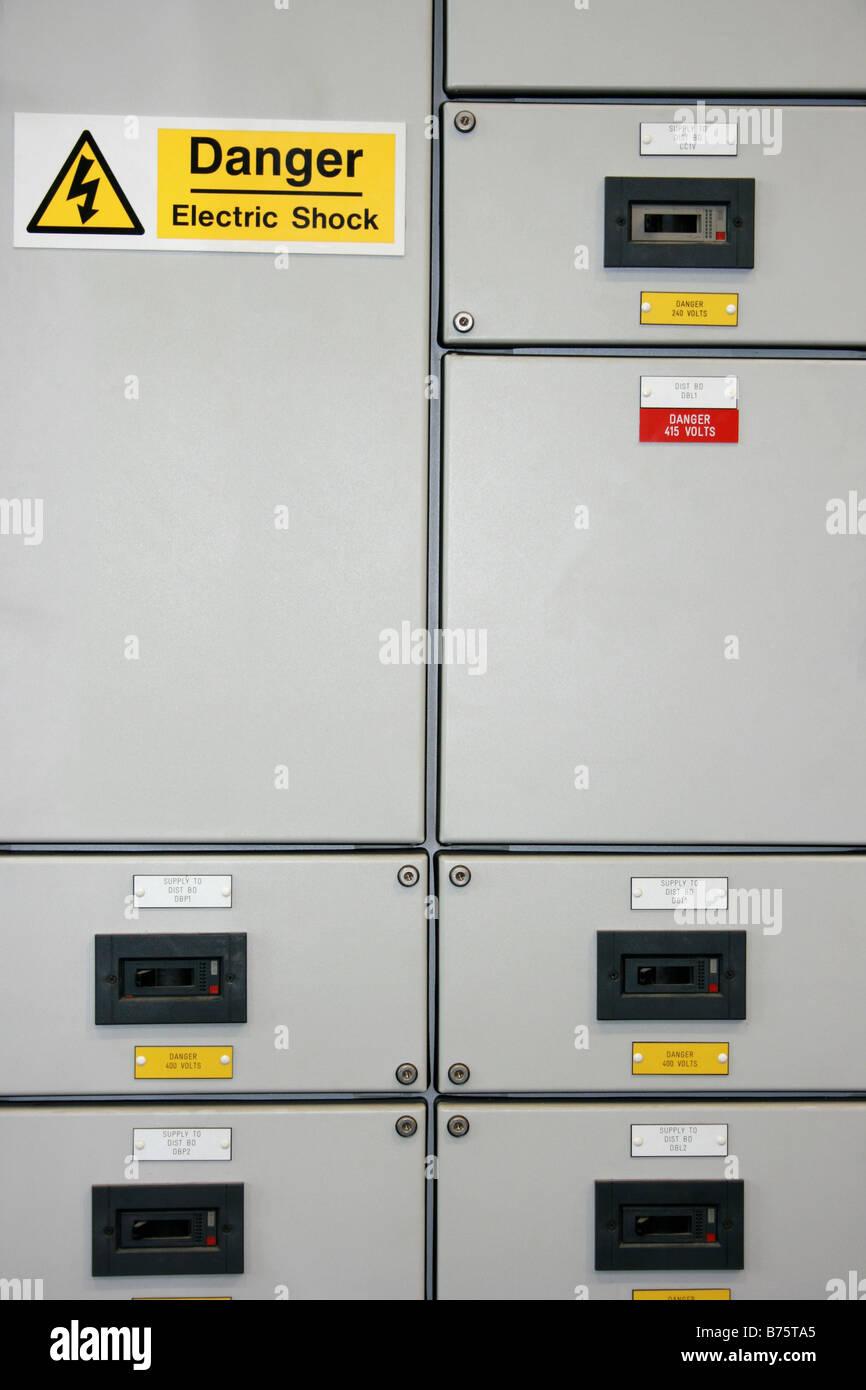 Fabrik elektrischer Energieversorgung Kabinett Stockbild