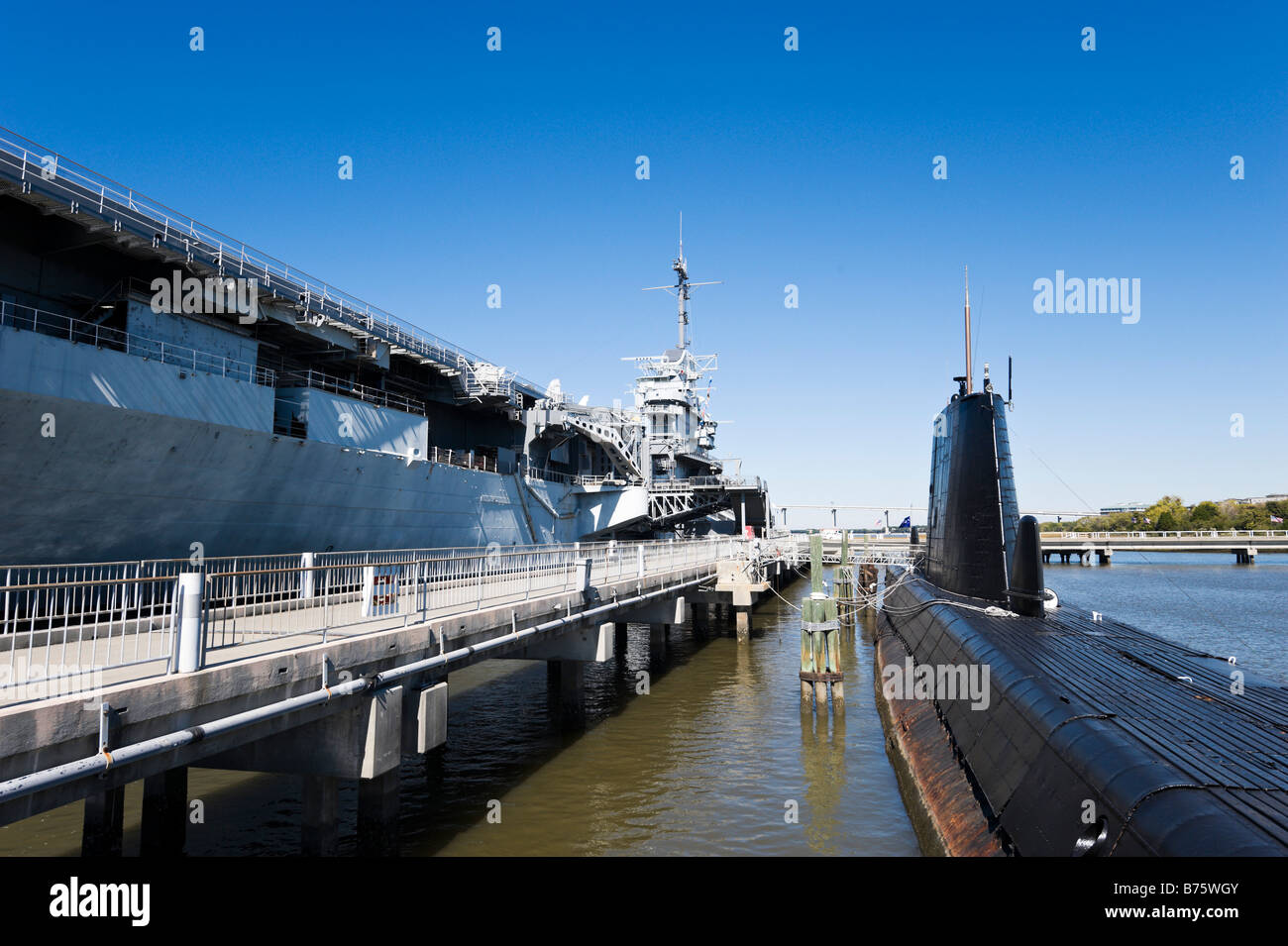 Uss Yorktown Flugzeugträger Aus U Boot Uss Clamagore Patriots Point