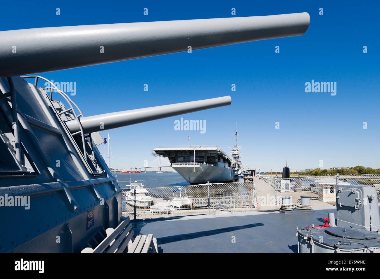 Der Flugzeugträger Uss Yorktown Vom Deck Der Zerstörer Uss Laffey