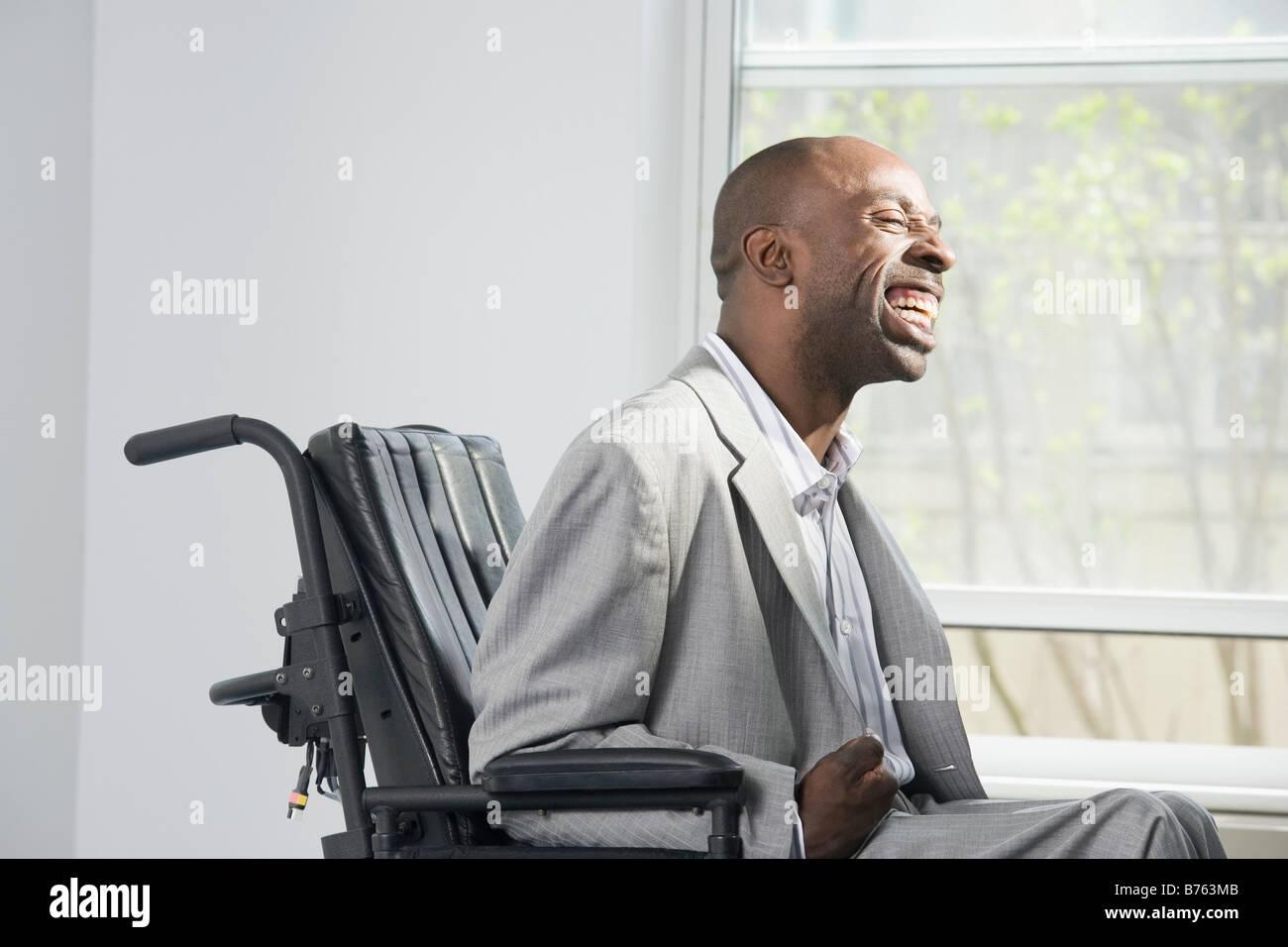 Ein Mann mit zerebraler Lähmung Lorbeerblätter datieren