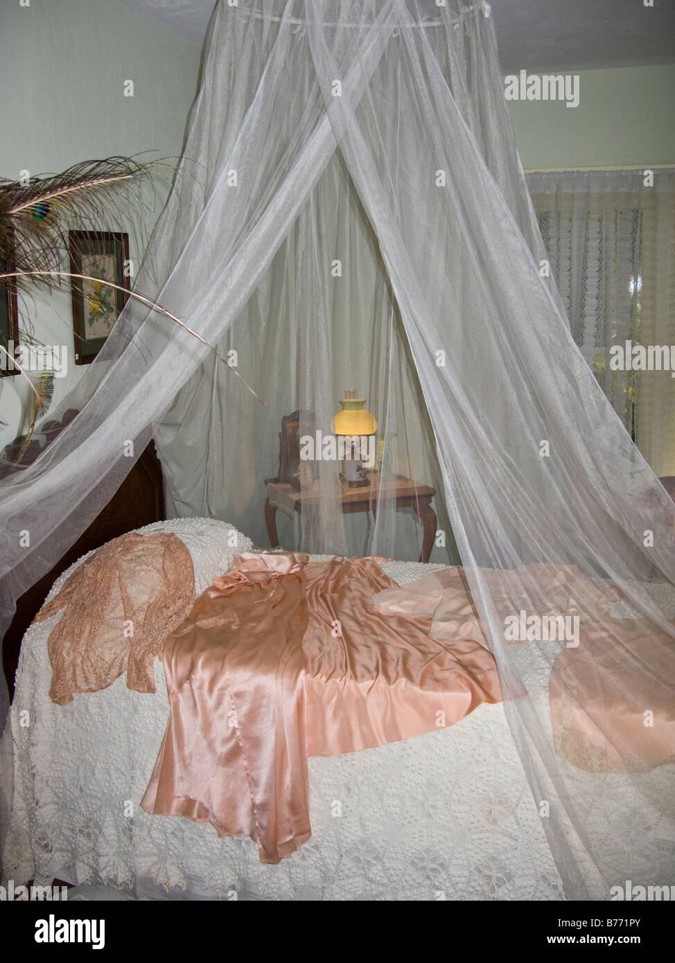 Moskitonetz Bett im 30er Jahre Stil amerikanischen Plantage Haus ...