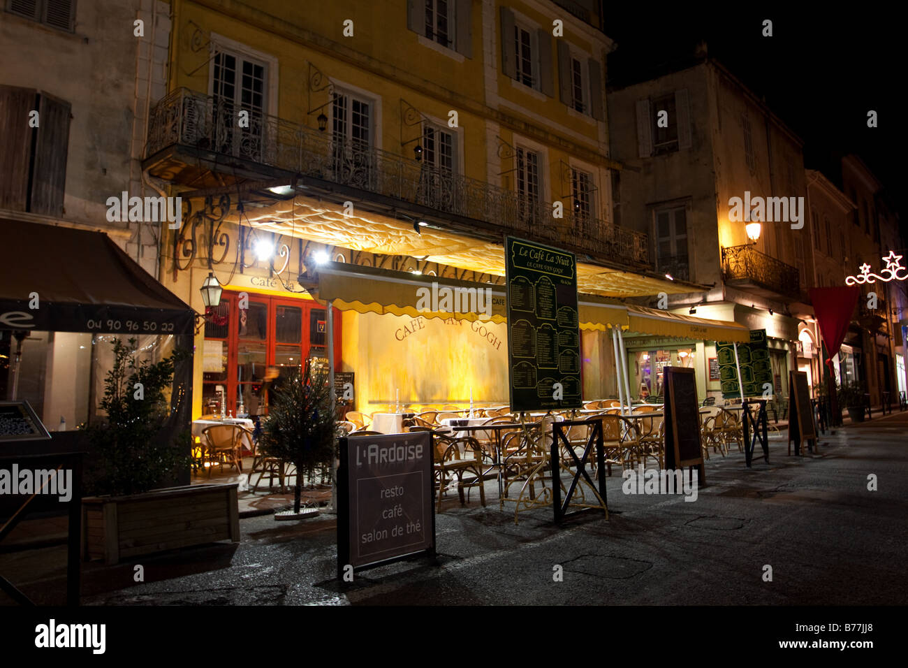 Cafe Van Gogh In Arles Le Cafe Le Nuit Cafe Terrasse De La Nuit