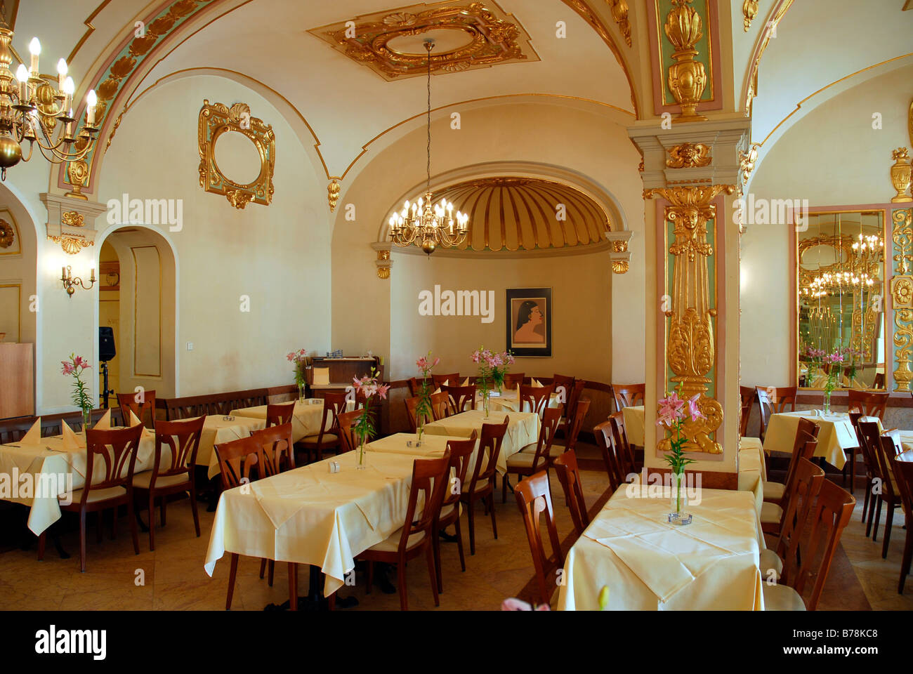 Keller-Restaurant Café Bistro Orlando, Innendekoration, Gold und ...