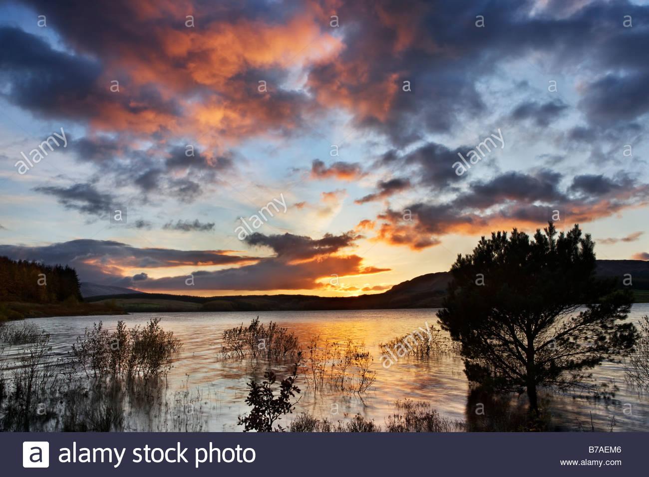 Clatteringshaw Loch, Dumfries and Galloway, Schottland, Großbritannien Stockbild