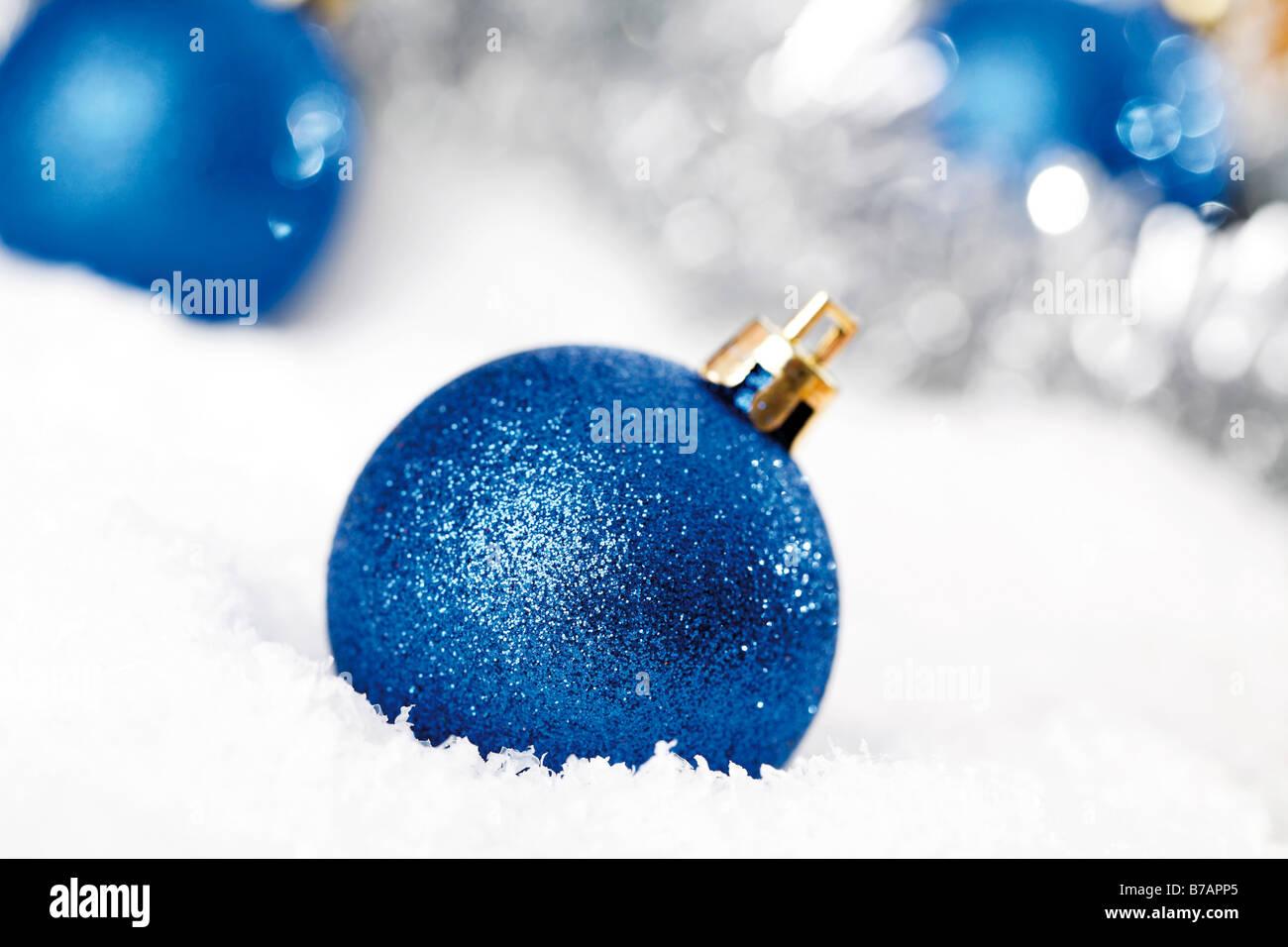 Weihnachtskugeln stockfotos weihnachtskugeln bilder alamy for Christbaumkugeln blau