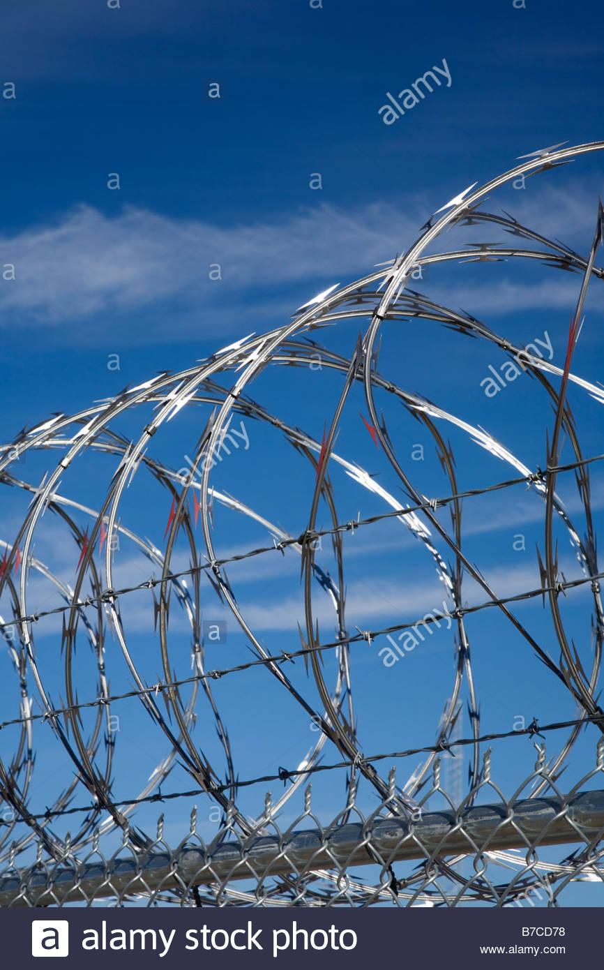 Concertina Wire Fence Stockfotos & Concertina Wire Fence Bilder - Alamy