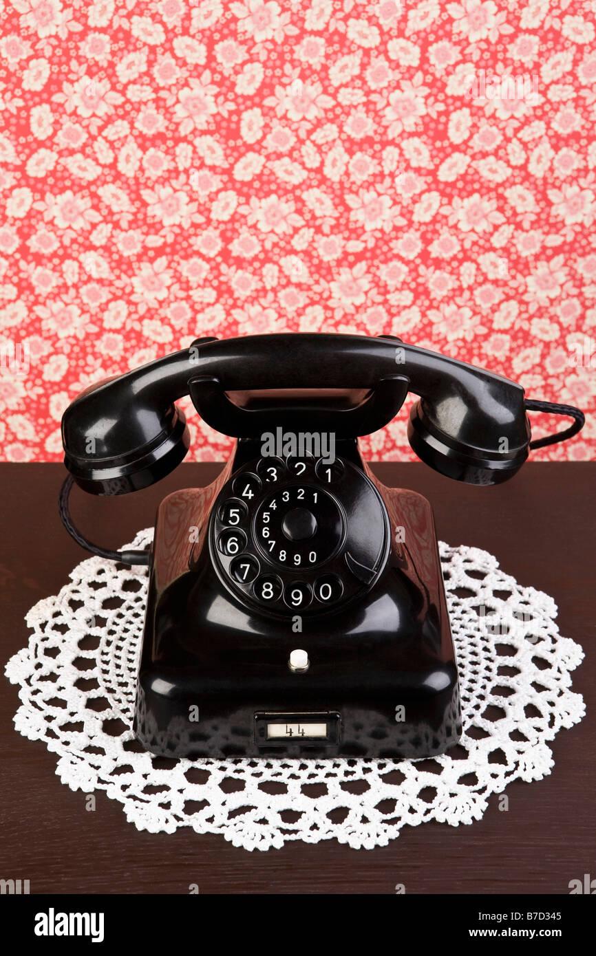 Eine Altmodische Telefon Auf Einer Kommode Stockfoto Bild 21800805