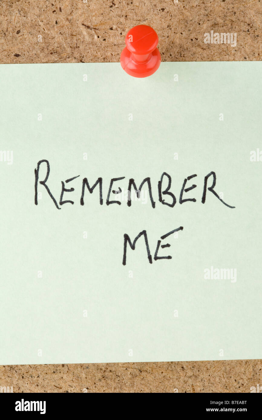 Eine gebuchte Notiz angeheftet an eine Nachricht an mich erinnern Stockbild