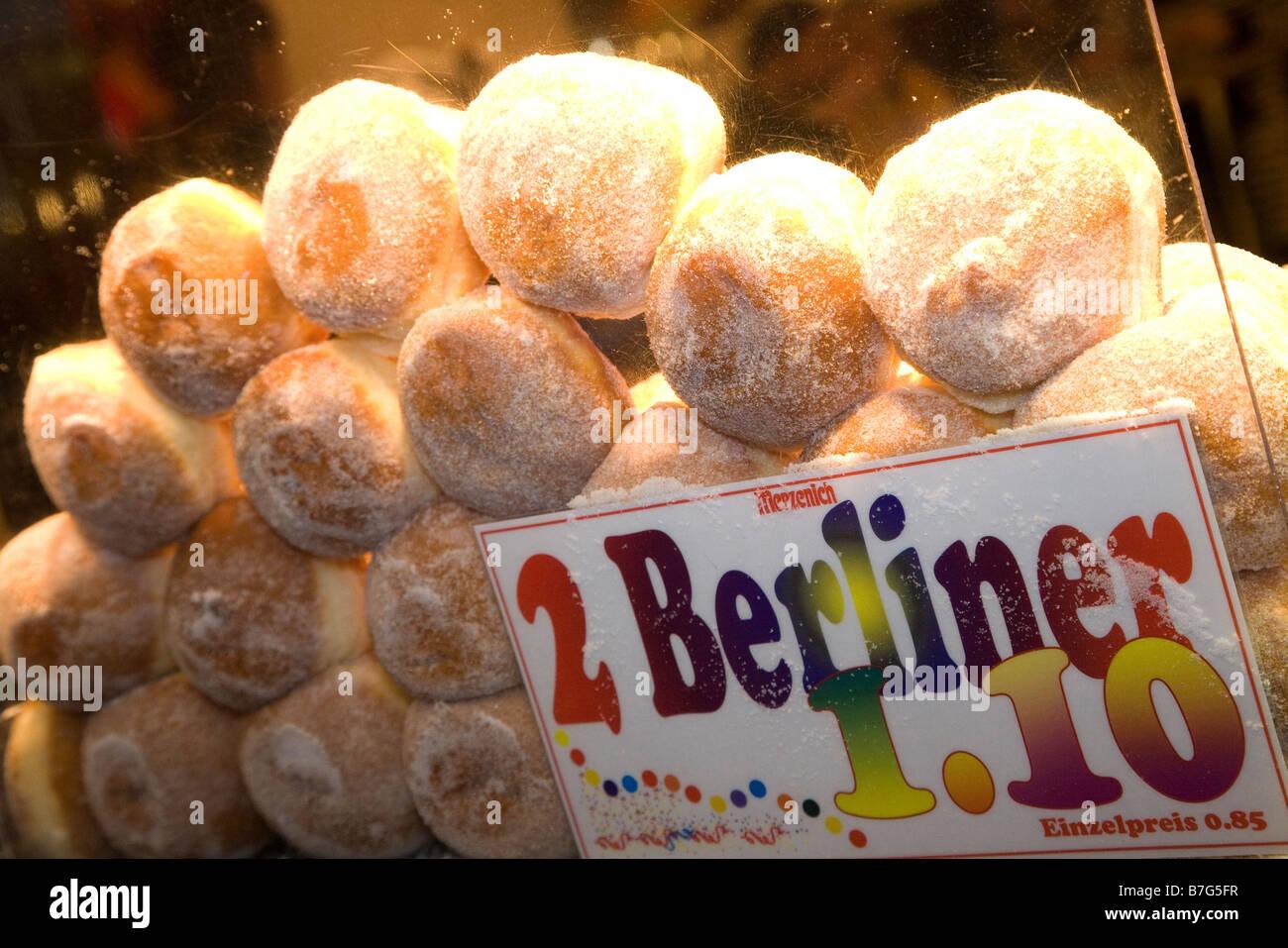 Berliner sind traditionell zur Feier am Vorabend des neuen Jahres (Silvester) sowie die Faschingsferien gegessen. Stockbild