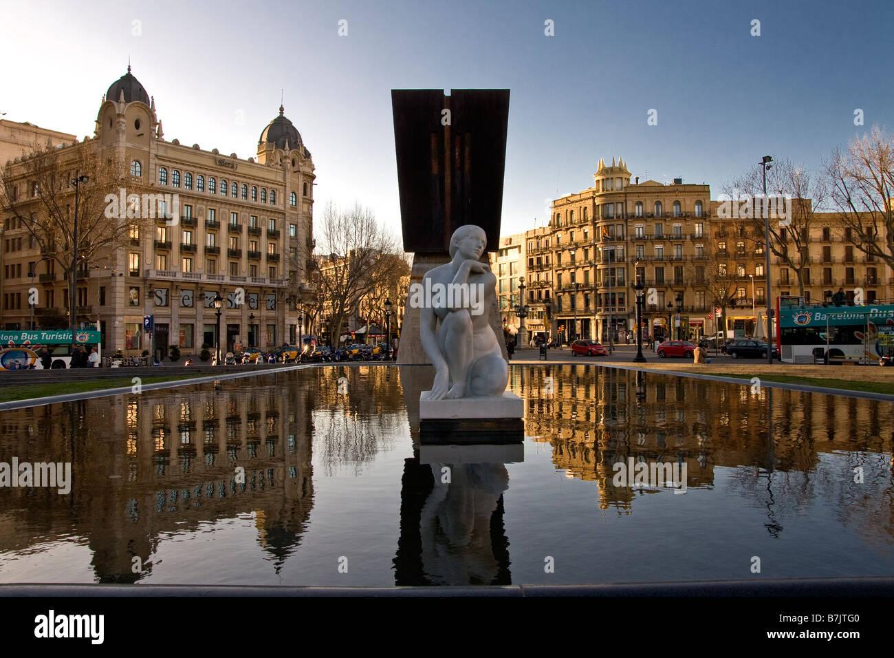 Am frühen Morgen an der Placa de Catalunya in Barcelona Spanien Stockbild