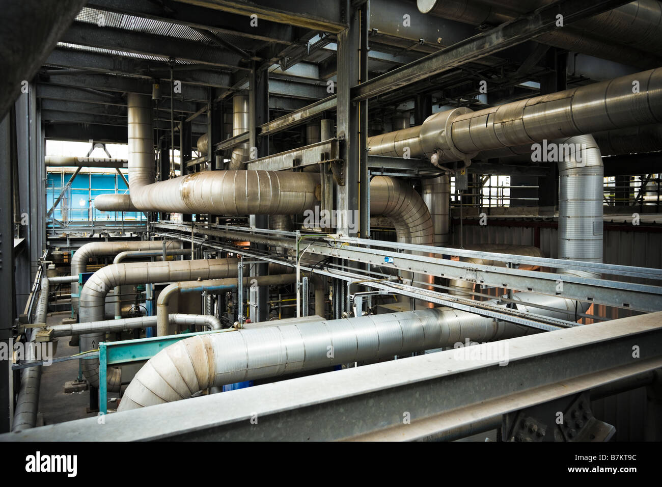 Labyrinth von Rohren innerhalb einer modernen Gas abgefeuert Kraftwerk Teesside UK Stockbild