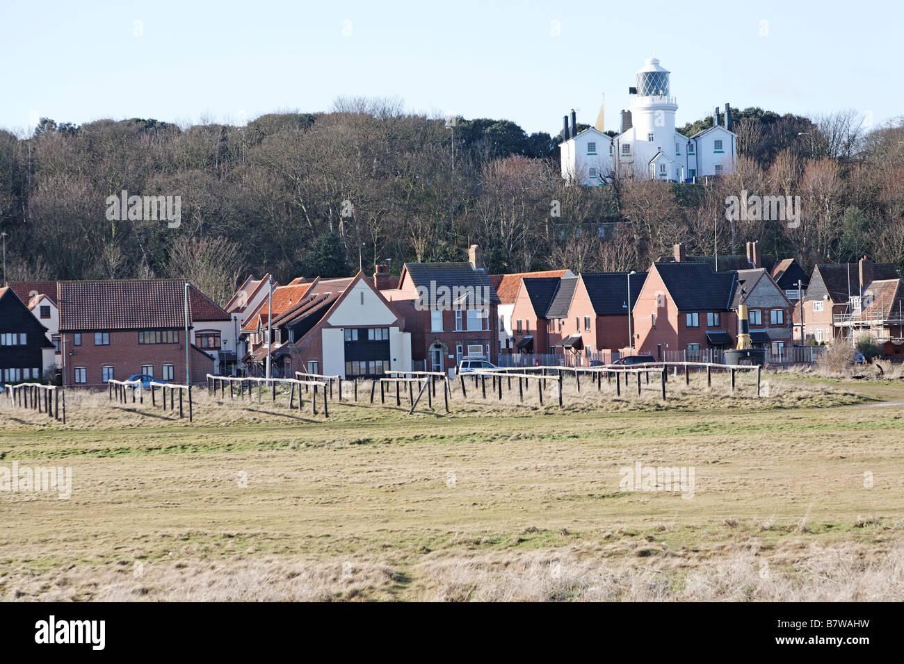 Blick über Bereich früher von Hering Fischwirtschaft Lowestoft Suffolk England inshore bis zum Leuchtturm Stockfoto