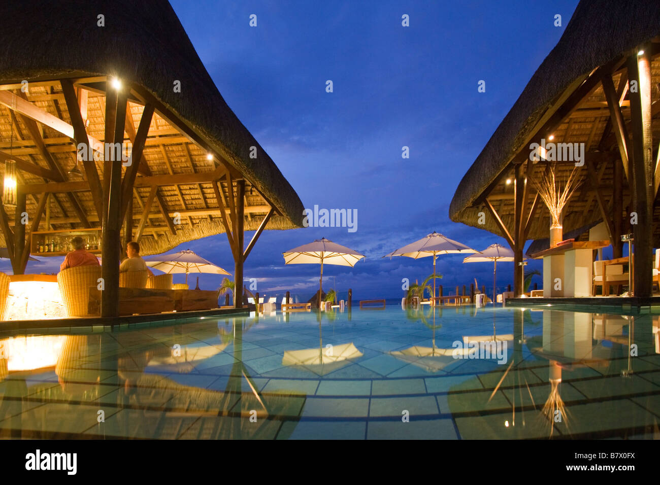 Pool und Hotel Bar Veranda Hotel Resort und Spa am Troux Aux Biches Mauritius Afrika Stockbild