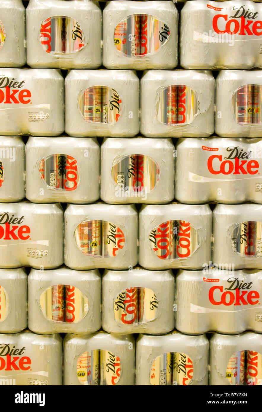Stapel von Diät-Cola-Dosen abnehmen Getränke Stockfoto, Bild ...