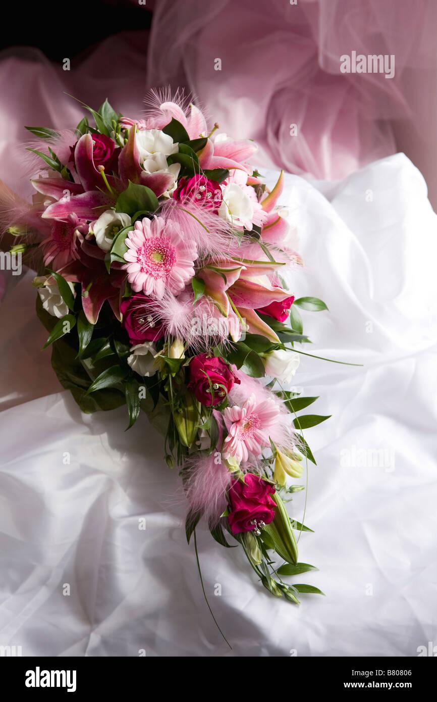Braute Gerbera Rose Rosa Blumen Und Federn Hochzeit Bouquet