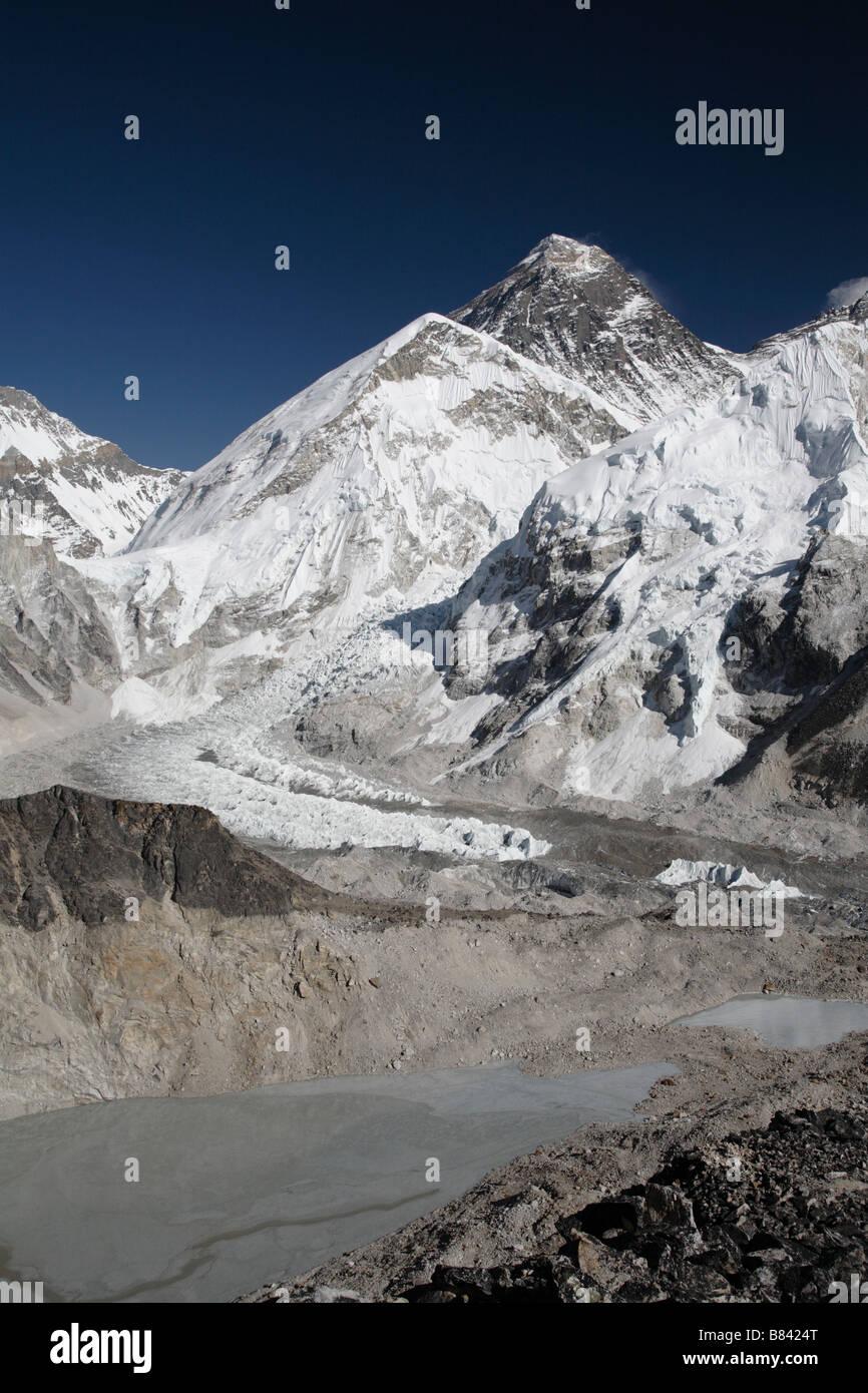 Blick auf den Mount Everest und Khumbu-Eisbruch vom Gipfel des Kala Patthar Stockbild