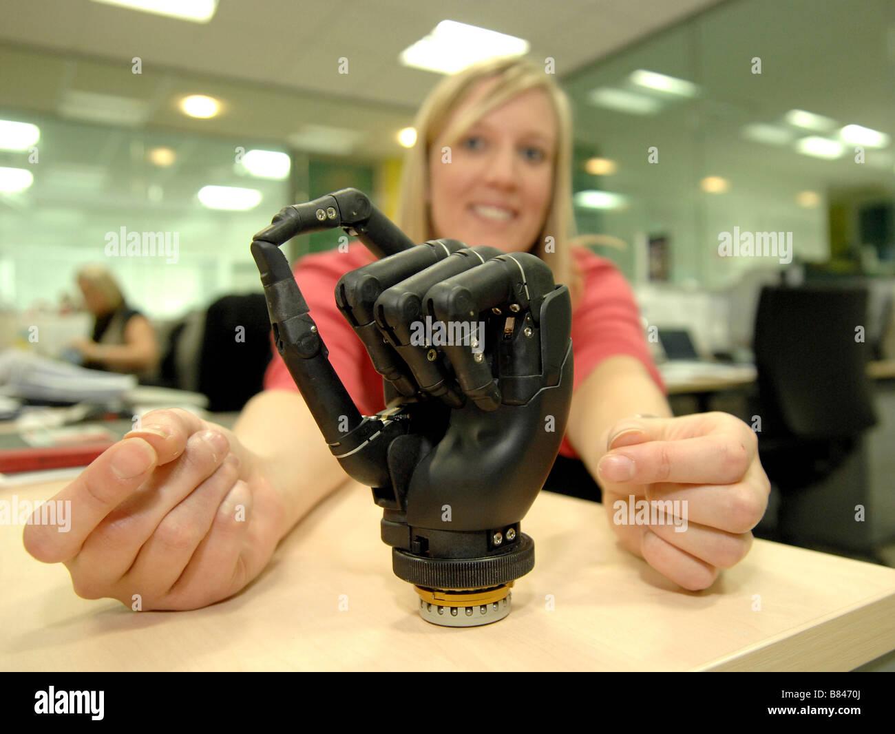 Bionische Hände für Amputierte. Jede Ziffer bewegen kann. Stockbild