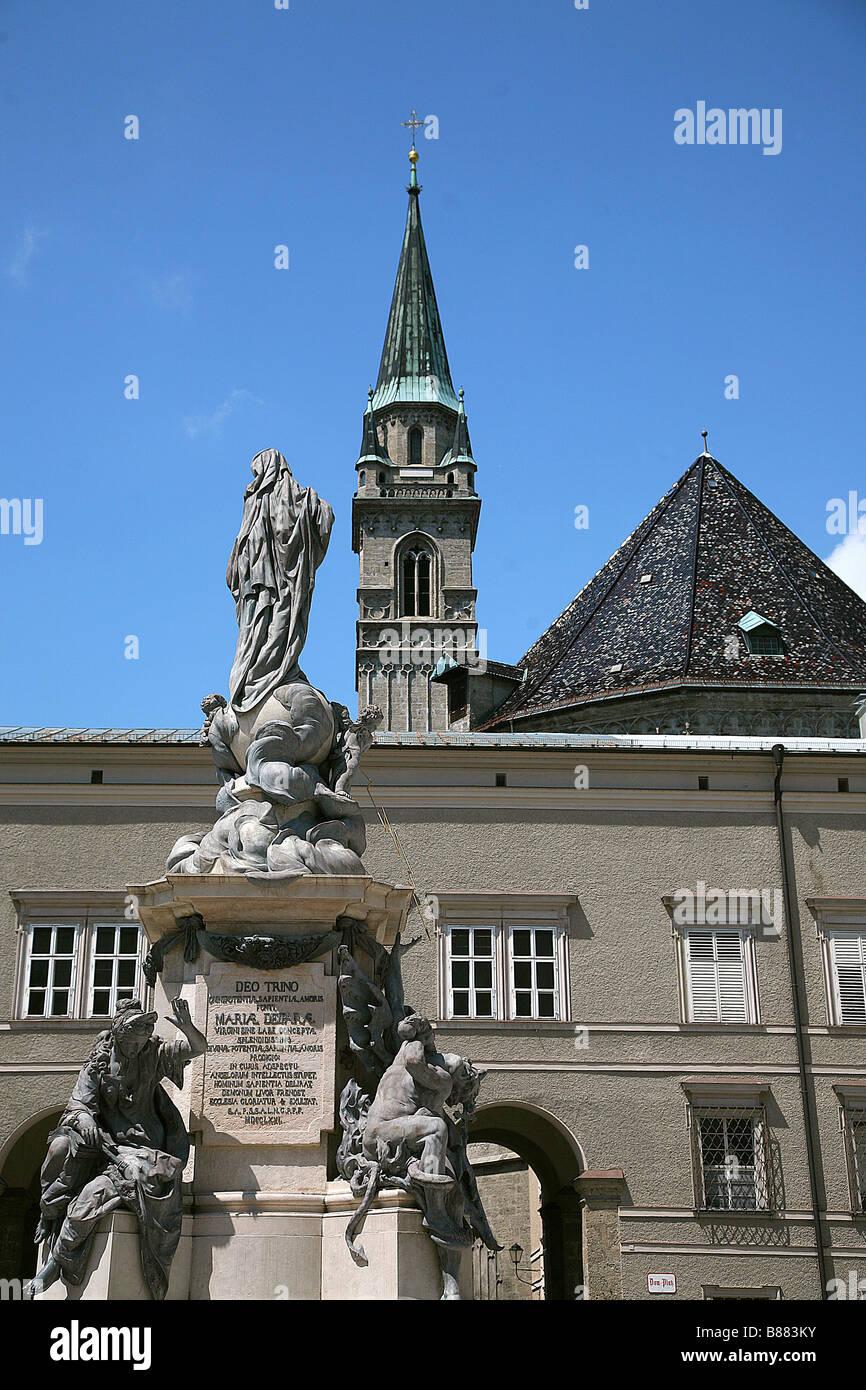 STATUE am DOMPLATZ SALZBURG Österreich SALZBURG Österreich 28. Juni 2008 Stockbild