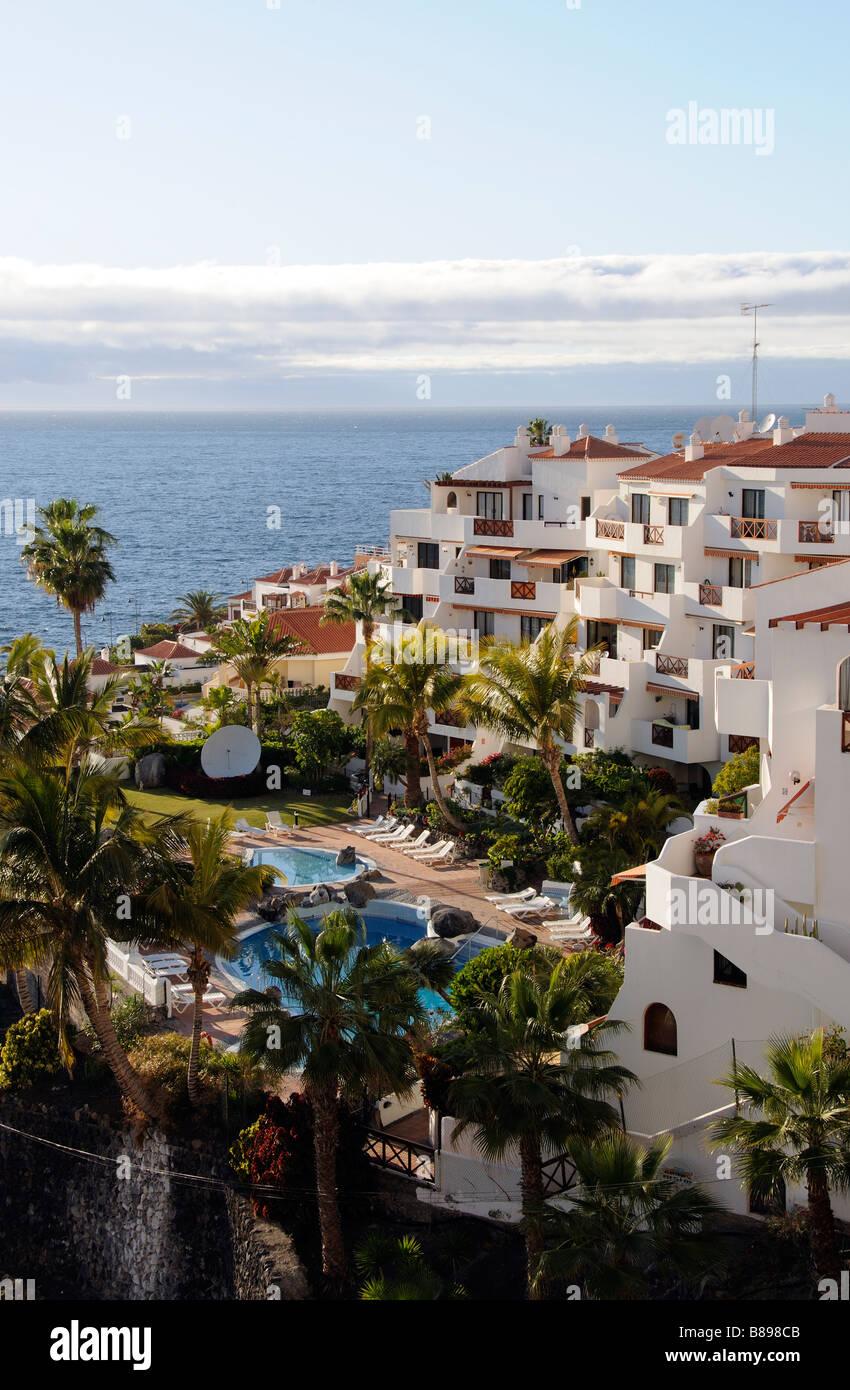 Puerto Hafen Santiago in der Nähe von Los Gigantes Süd Teneriffa Kanarische Inseln Urlaub und Wohnhäusern Stockbild