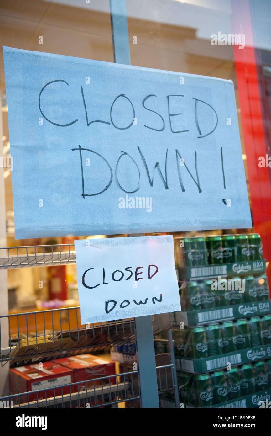 Geschlossen zeichen im fenster des shops oder schnaps for Fenster shop