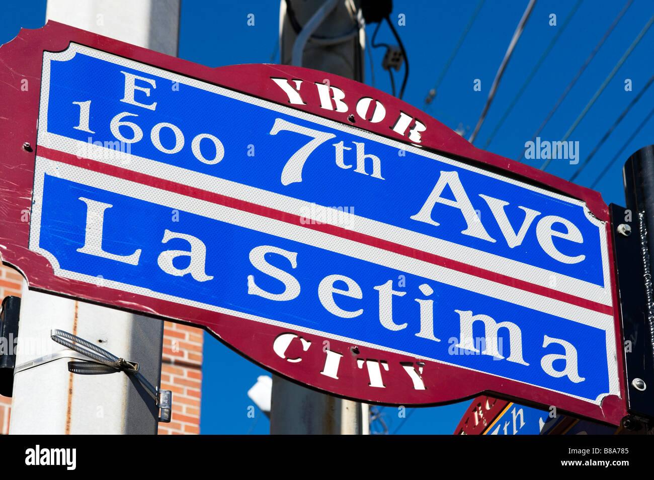 Straßenschild für 7th Avenue im historischen Stadtteil Ybor City, Tampa, Florida, USA Stockfoto