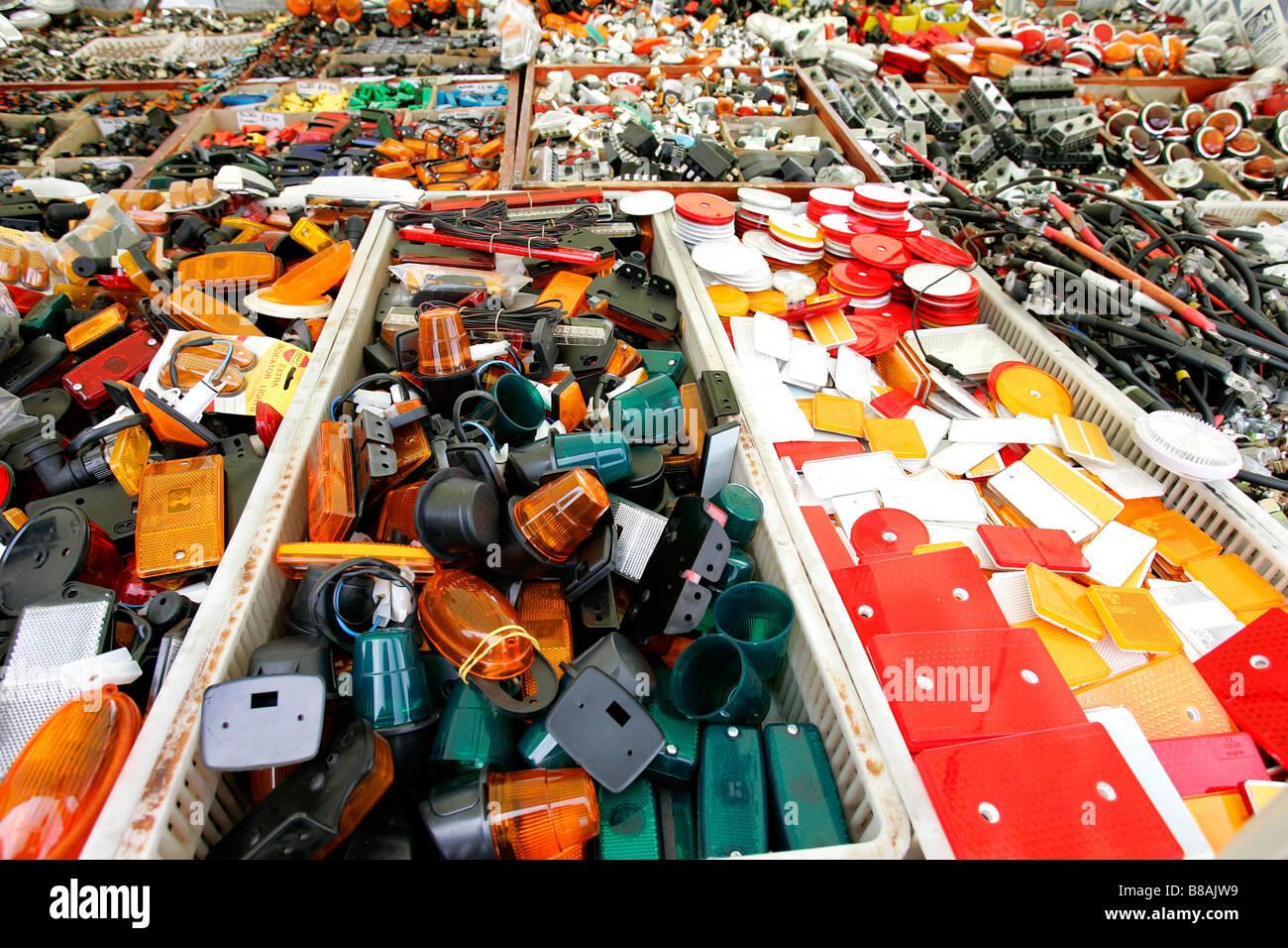 Auto Ersatzteile Teile Box Shop Kfz-Artikel Verkauf durcheinander ...