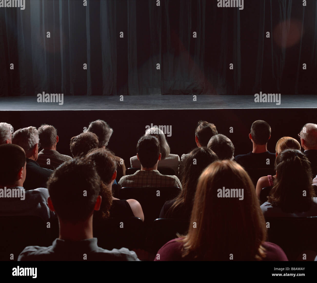 FV3475, Steve Lawrence; Sitzendem Publikum leeren Bühne Stockbild