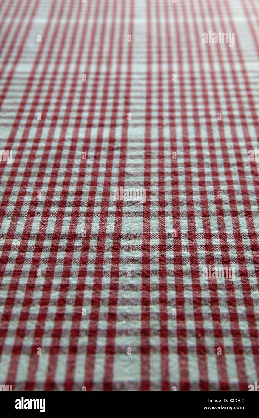 roten Karomuster leer Tischdecke bietet einen Hintergrund oder Leinwand für weitere Computer Komposition und Stockbild