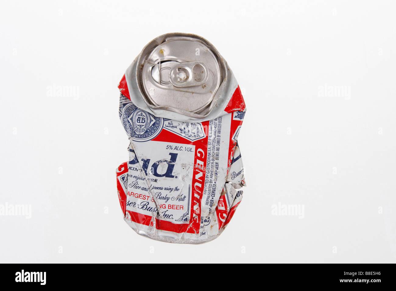 Clip Bild abgeflacht Bier aus Aluminium kann Marke Budweiser Unternehmen Anheuser Busch Usa nur zur redaktionellen Stockbild