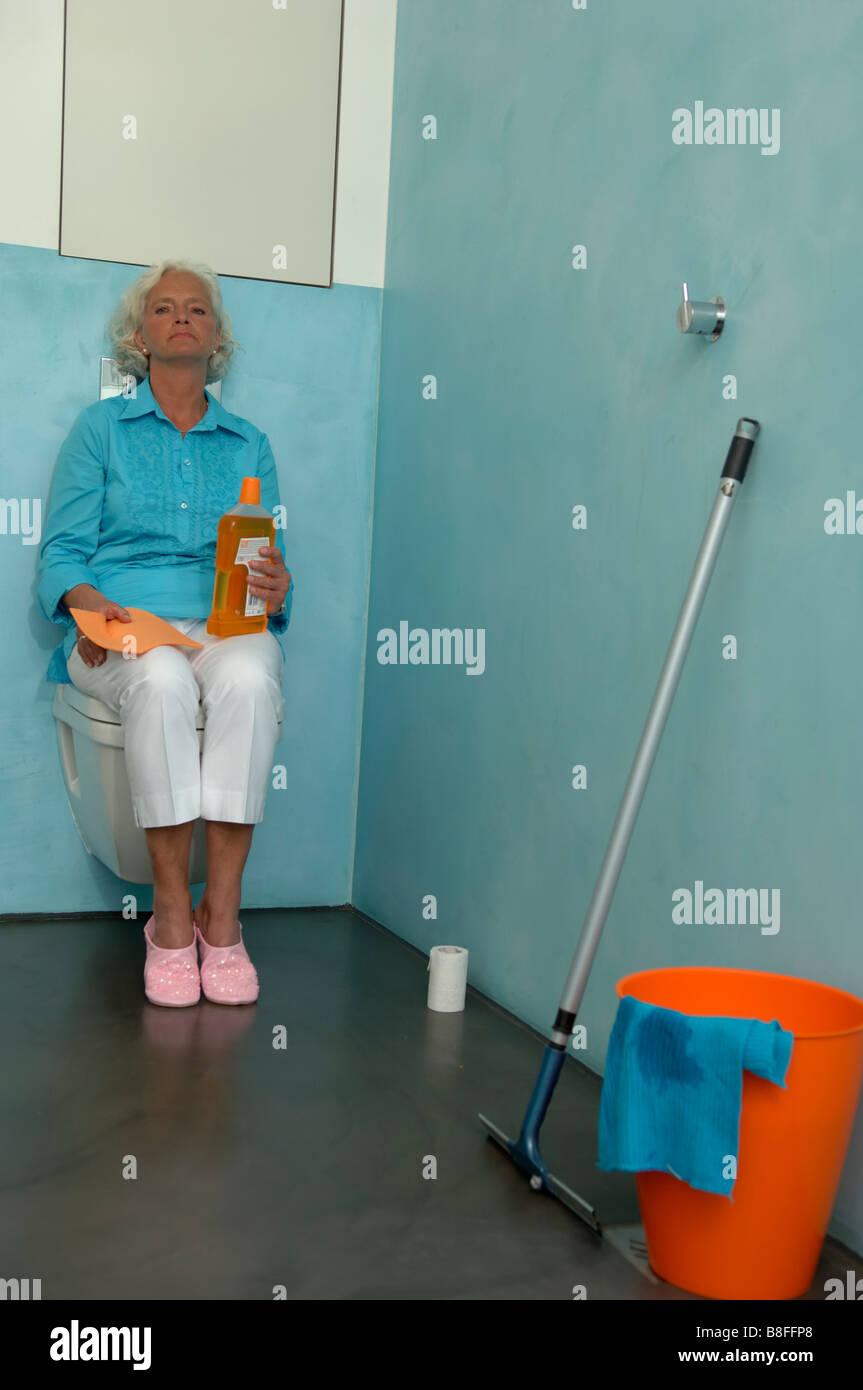 Badezimmer Neben Der Toilette Stockfotos und -bilder Kaufen - Alamy