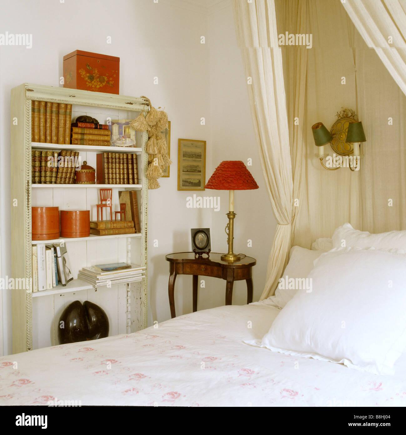 Traditionelle Dame Schlafzimmer Mit Corona Und Musselin Bett Hangen