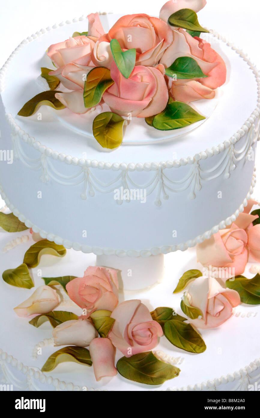 Hochzeitstorte Mit Marzipanrosen Dekoriert Stockfoto Bild 22568504