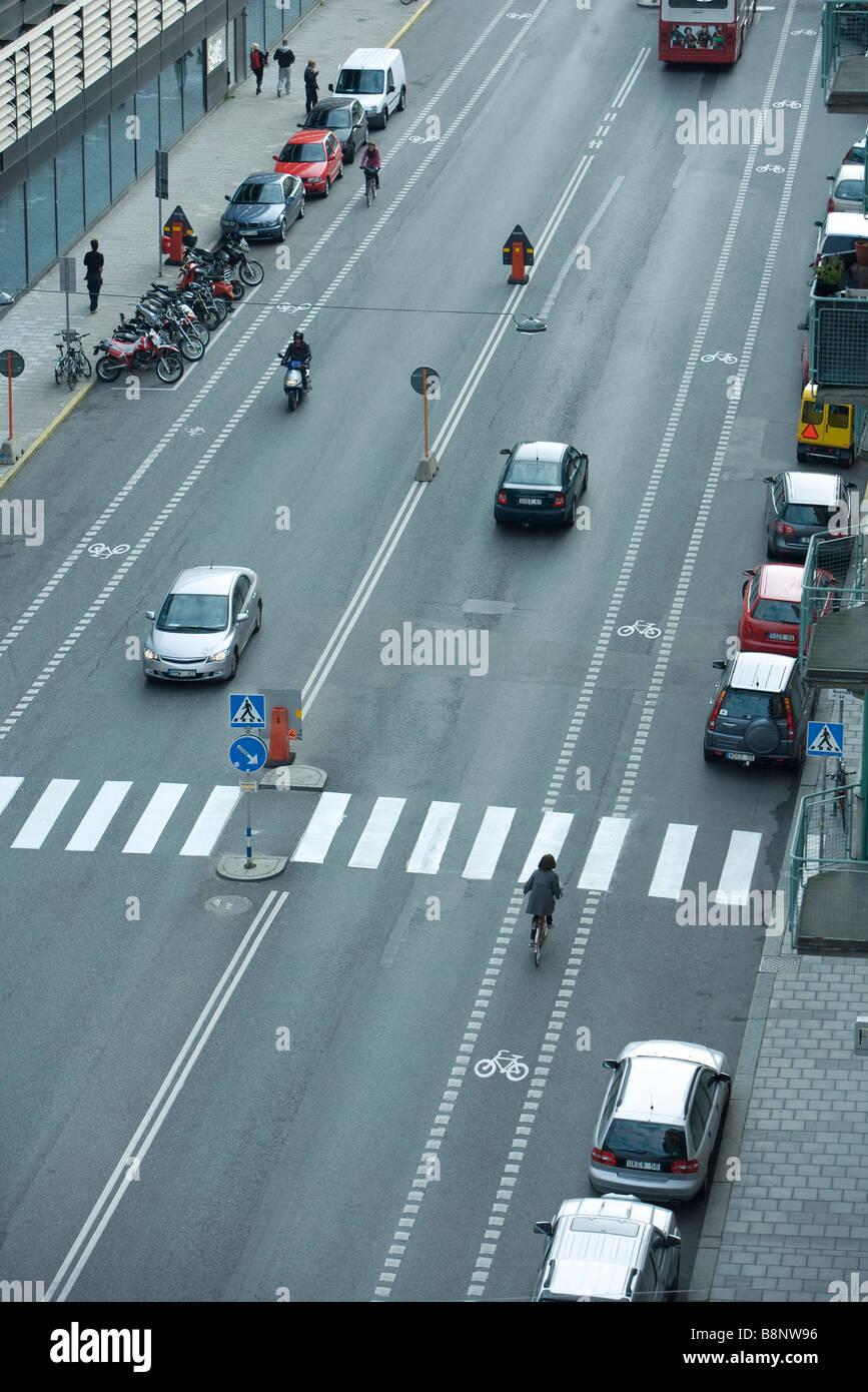 Schweden, Stockholm, städtische Straße mit wenig Verkehr Stockbild