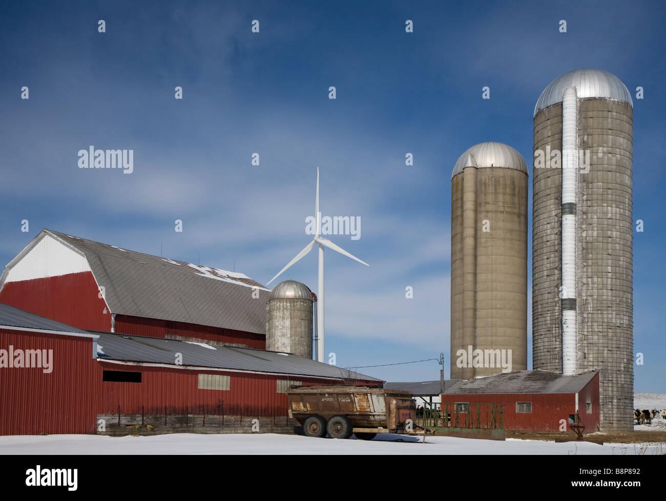 Windkraftanlagen in ländlichen Michigan Stockbild