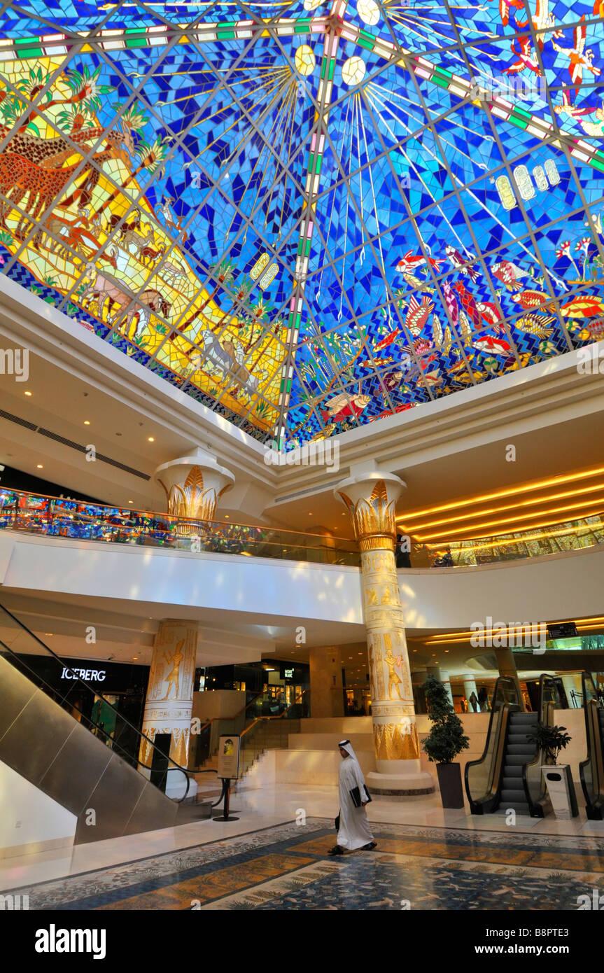 Dubai-Wafi Einkaufszentrum Interieur mit ägyptischen Pyramide Stil ...