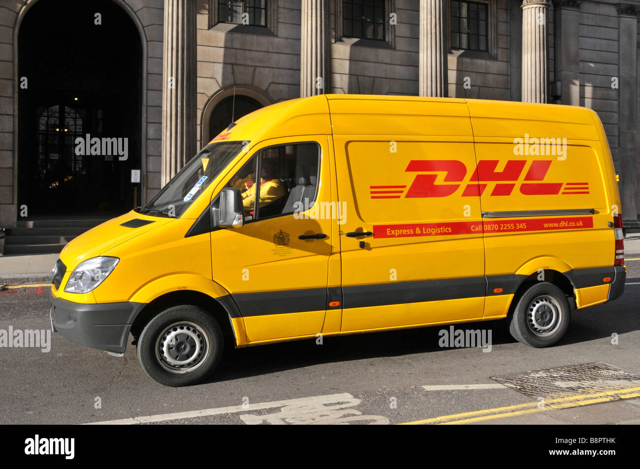 dhl paket lieferwagen au erhalb der bank of england van. Black Bedroom Furniture Sets. Home Design Ideas