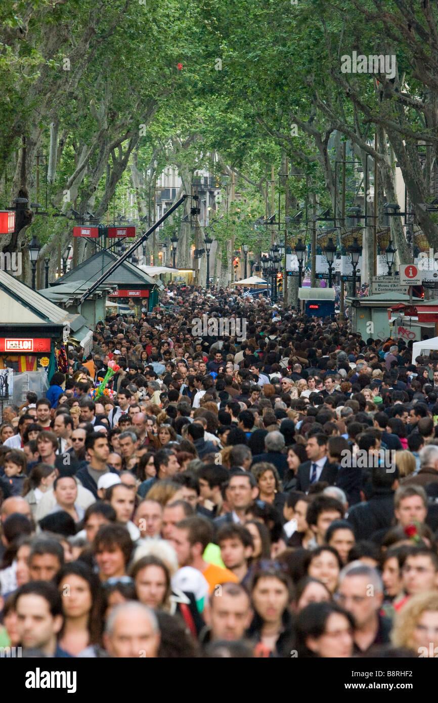 Las Ramblas von Barcelona während des St George-Festes am 23. April Stockbild