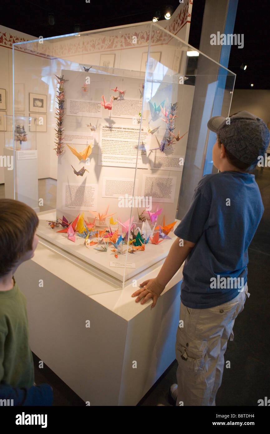 Kinder suchen Frieden Ausstellung im Ballon Museum Albuquerque, New Mexico, lesen Anzeige über Kinder Friedens Stockbild