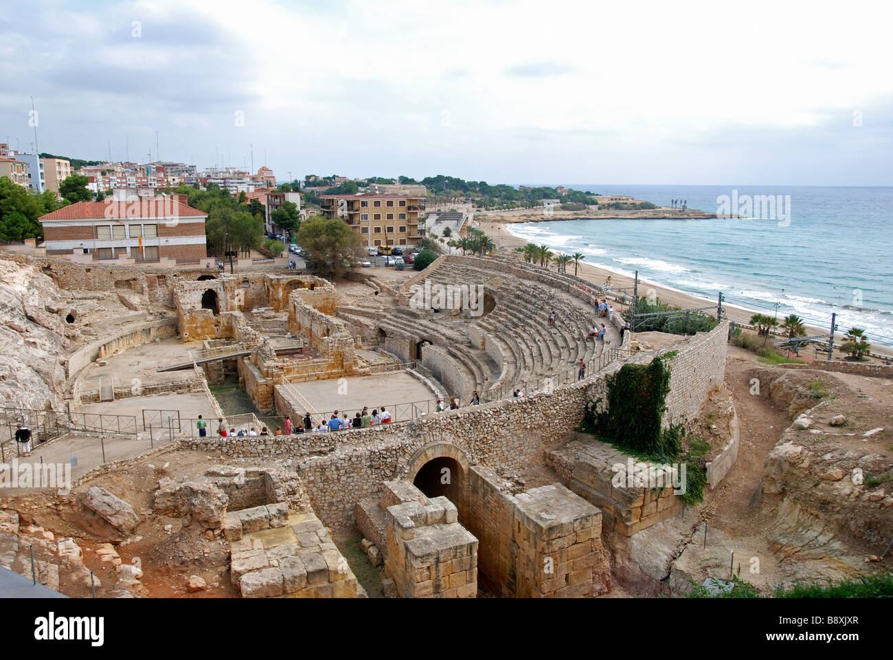 die Ruinen eines römischen Amphitheaters in Tarragona, Katalonien, Spanien Stockbild