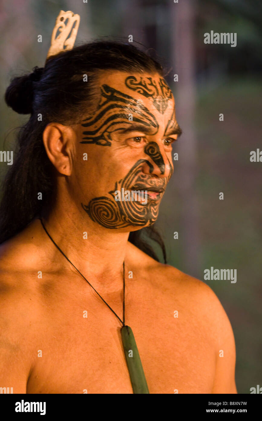 Maori-Häuptling mit Gesichts-Tattoos Stockbild