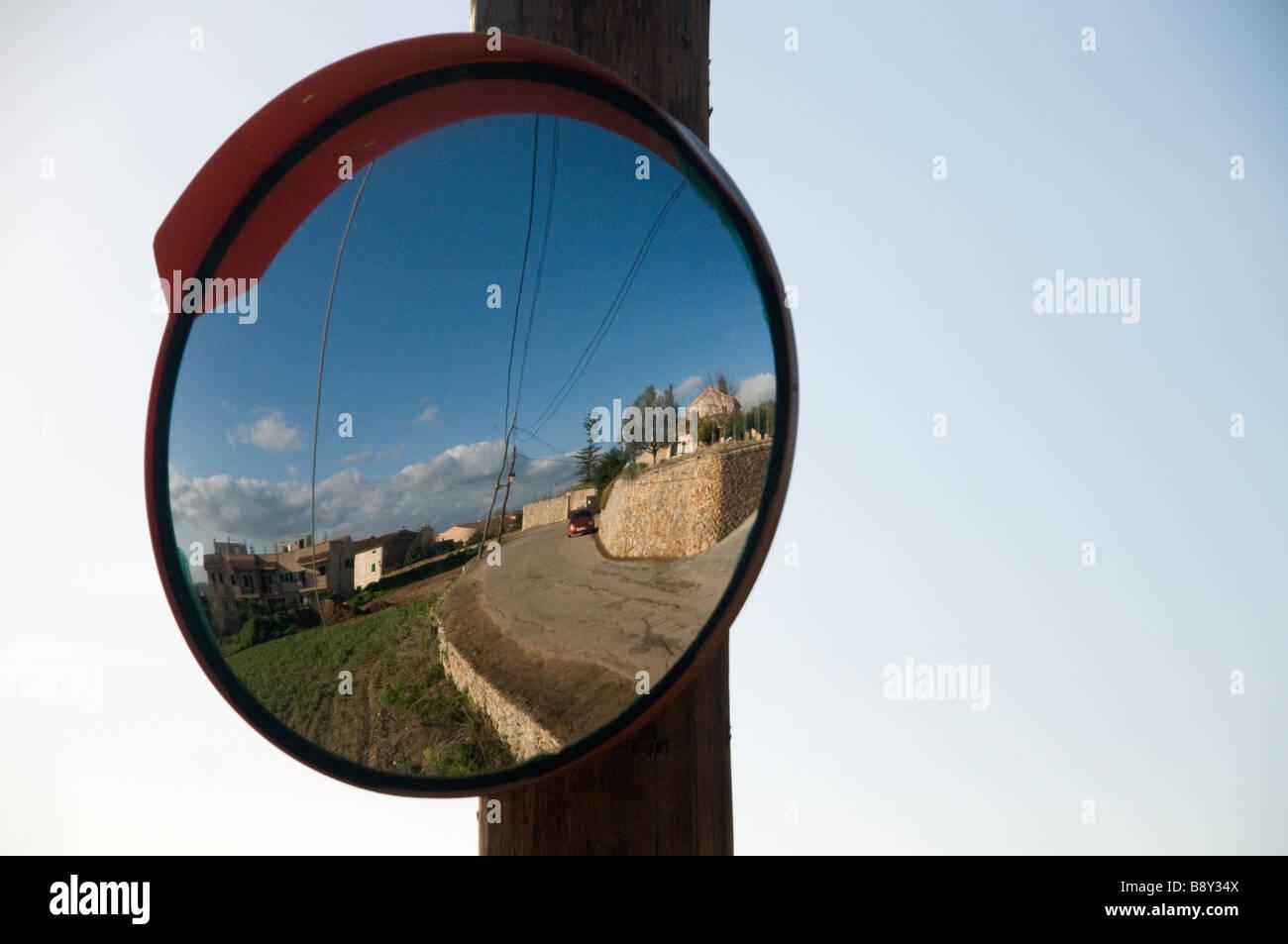 Parabolic mirror stockfotos parabolic mirror bilder alamy for Der spiegel spanien
