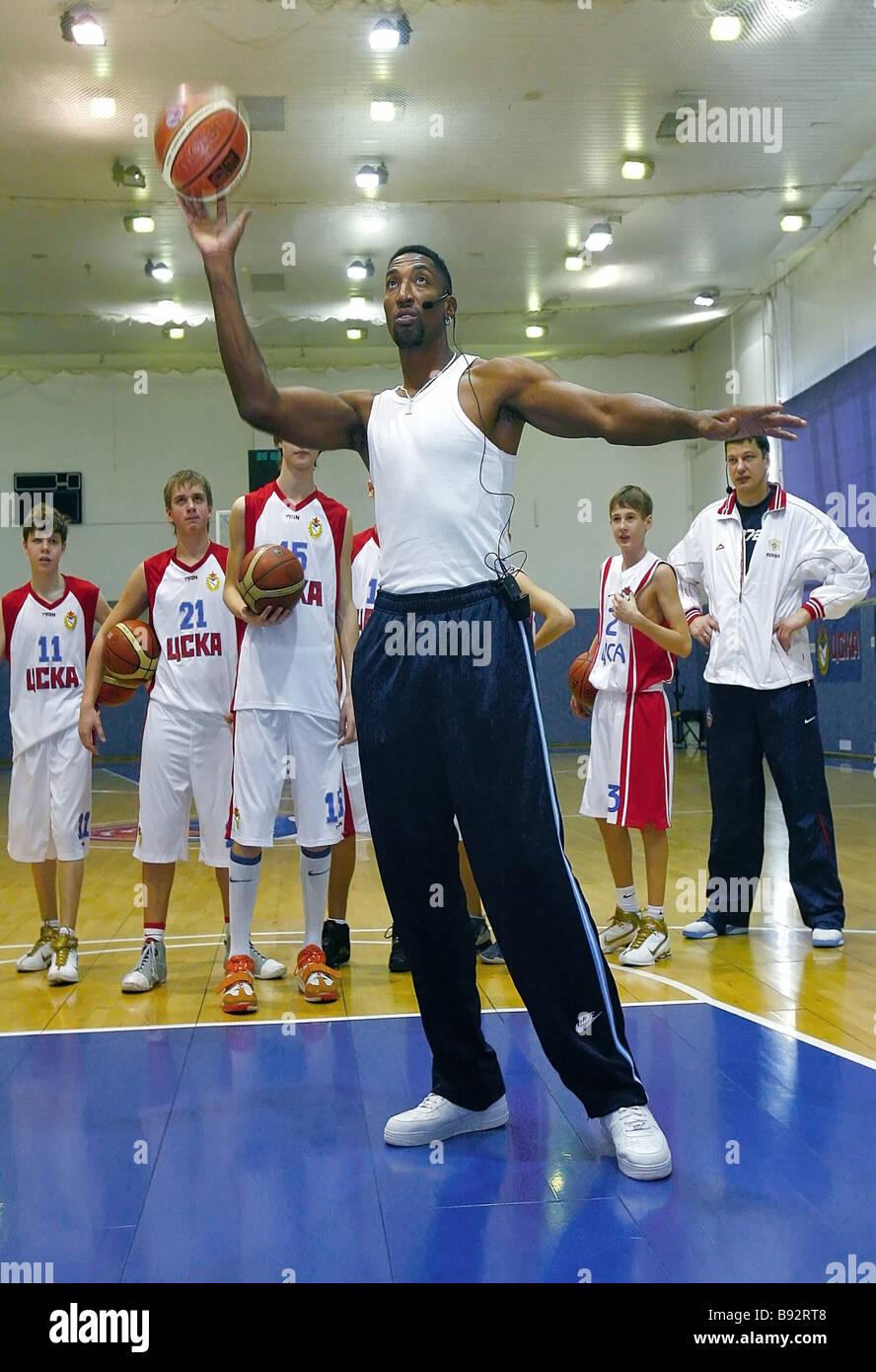 Legendäre Basketballspieler Scottie Pippen geben einen Meisterkurs bei CSKA Kinder s Olympic Sportschule Stockbild