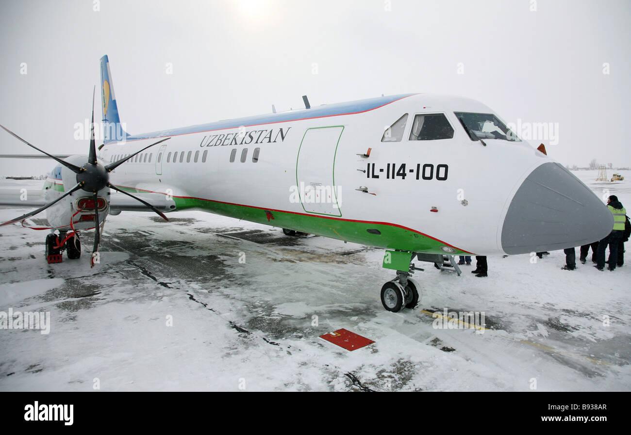 Il 114 100 Flugzeug SDS Aero-Holding-Gesellschaft hielt eine Präsentation des Flugzeuges am Flughafen Kemerowo Stockfoto