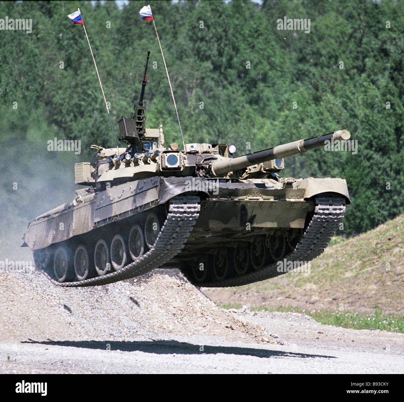 T-80 Panzer an die zweite Ural Waffen-Ausstellung Stockbild
