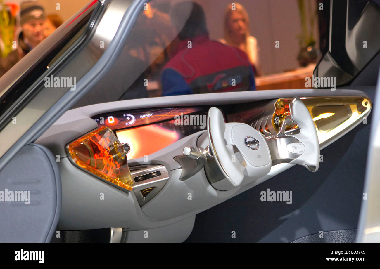 Nissan Mixim Concept präsentiert auf der 15. internationalen Ausstellung von Autos an Tankstellen Ausrüstung Stockbild