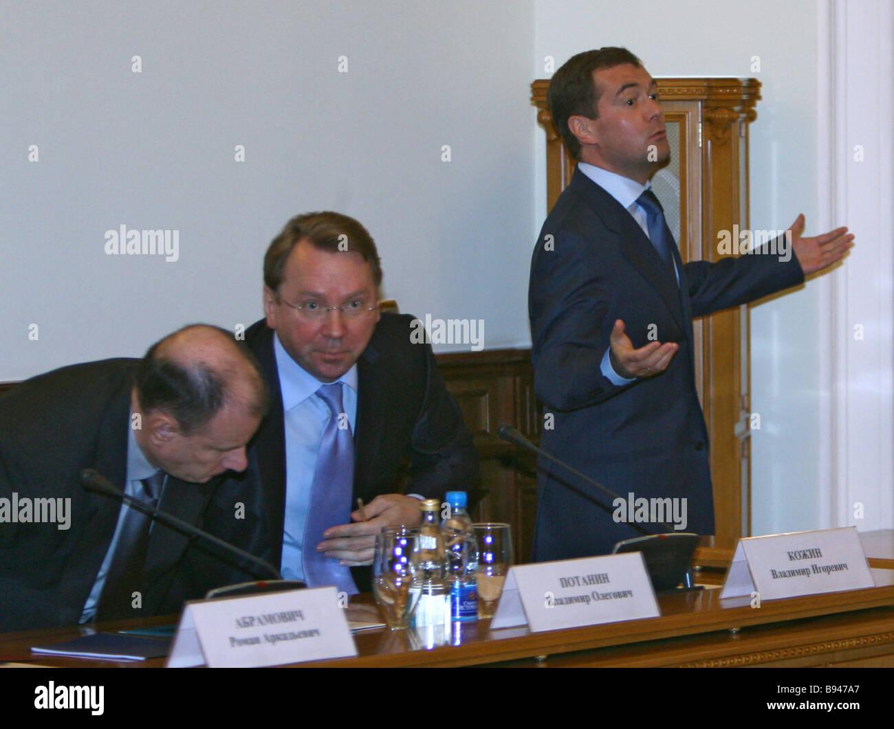 Von links nach rechts Interros Holding-Gesellschaft Präsident Wladimir Potanin Präsident Vladimir Putin Stockbild