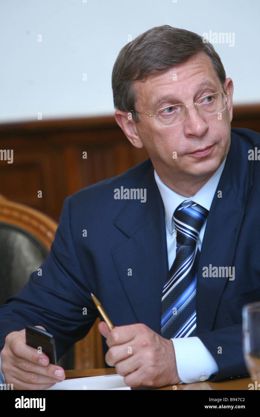 Sistema-Holding-Gesellschaft den Kopf Vladimir Yevtushenkov bei einem Council of Trustees Treffen der russischen Stockbild